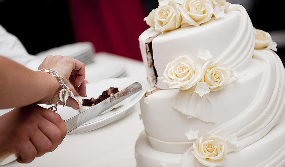 How to make a delicious wedding cake?